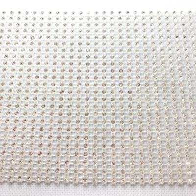 Bande de strass à coudre base plastique 3mm 24 rangs
