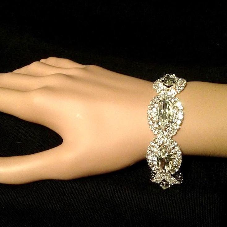 Bra 37 bracelet en strass