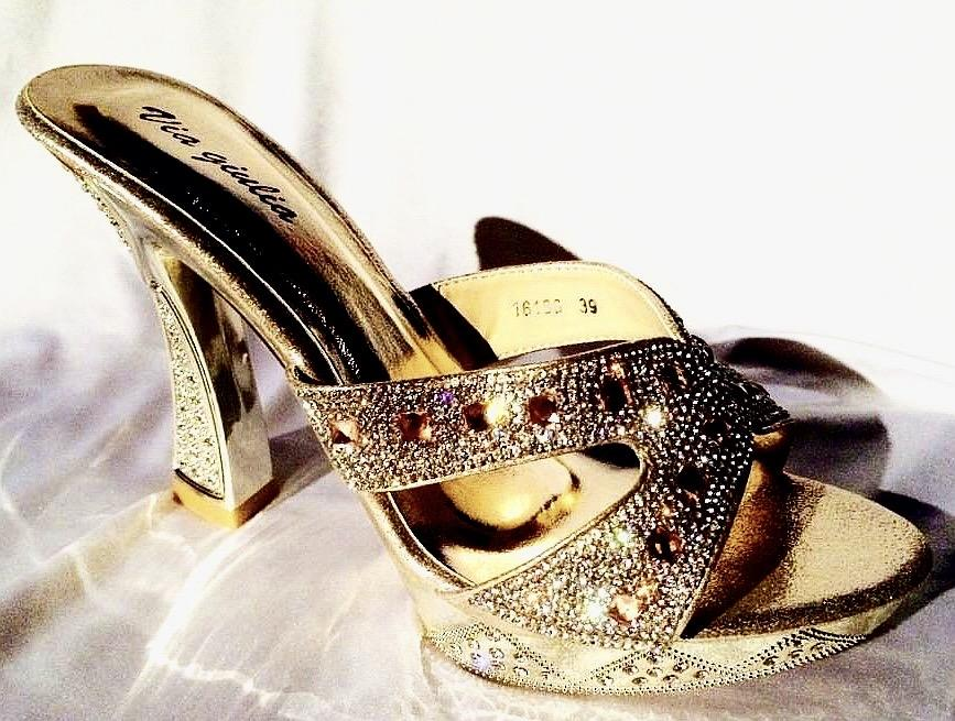 Chaussures en strass couleurs doree champagne scene spectacle ch p16186c