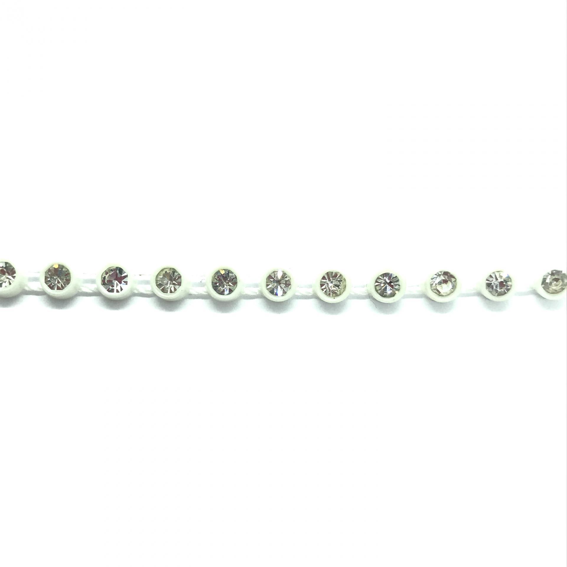Galon de strass a coudre cristal base plastique blanche 5mm