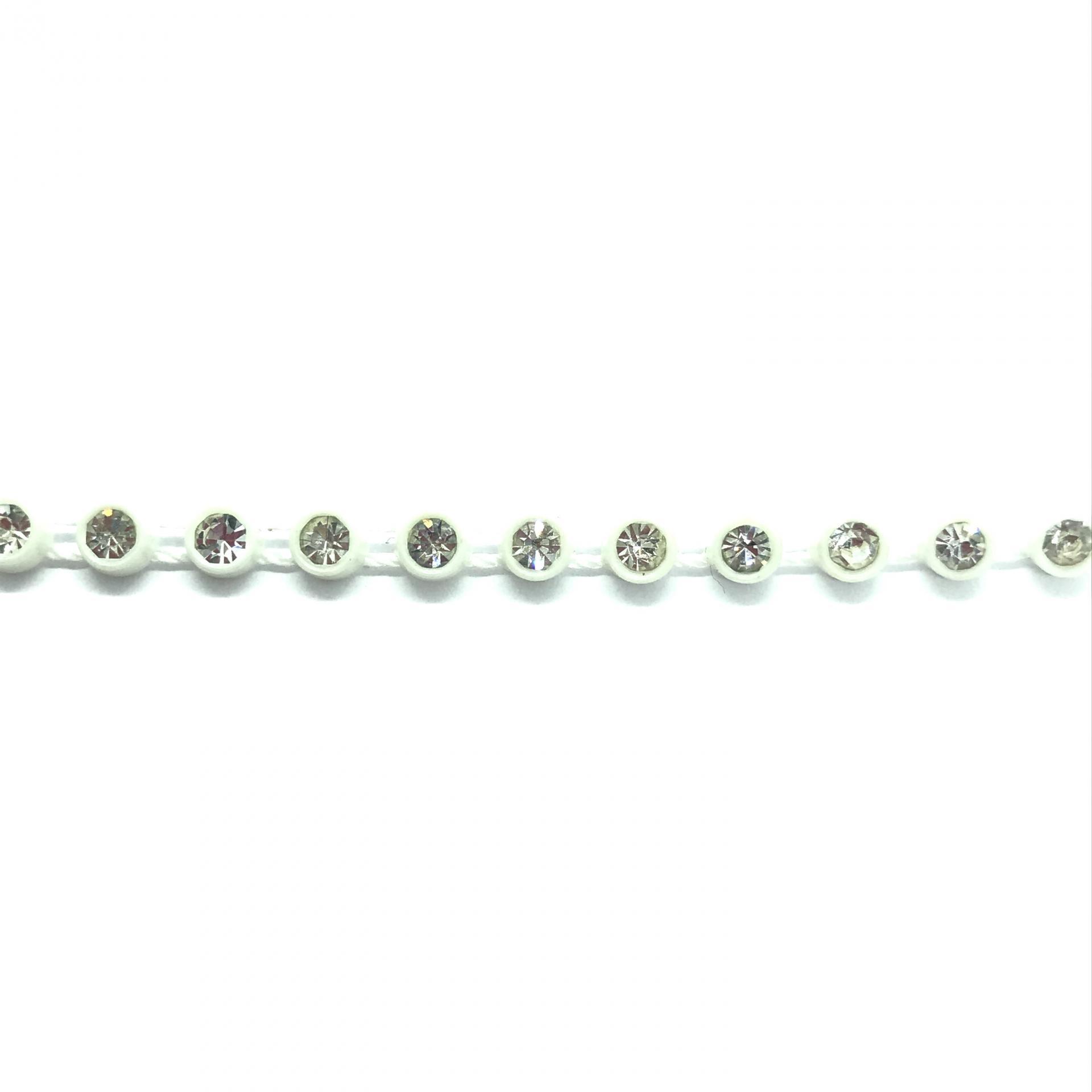 Galon de strass a coudre cristal base plastique blanche 7mm