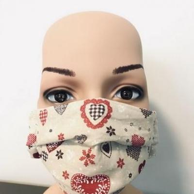 Masque en tissu adulte avec pont de nez coeurs beige