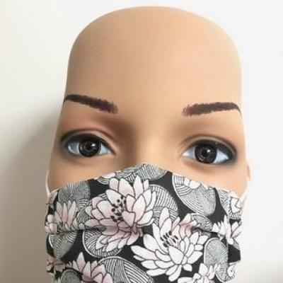 Masque en tissu adulte avec pont de nez fleurs de lotus