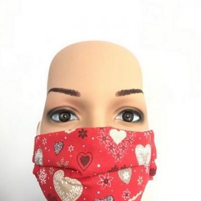 Masque en tissu adulte avec pont de nez coeurs rouge